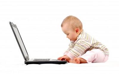 baby+gracioso+usando+una+laptop3