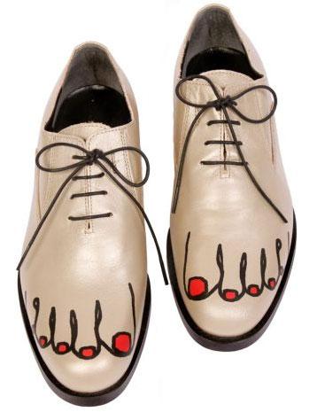 pies+dibujados+sobre+los+zapatos3