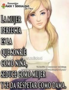 La mujer perfecta es la que sonrie
