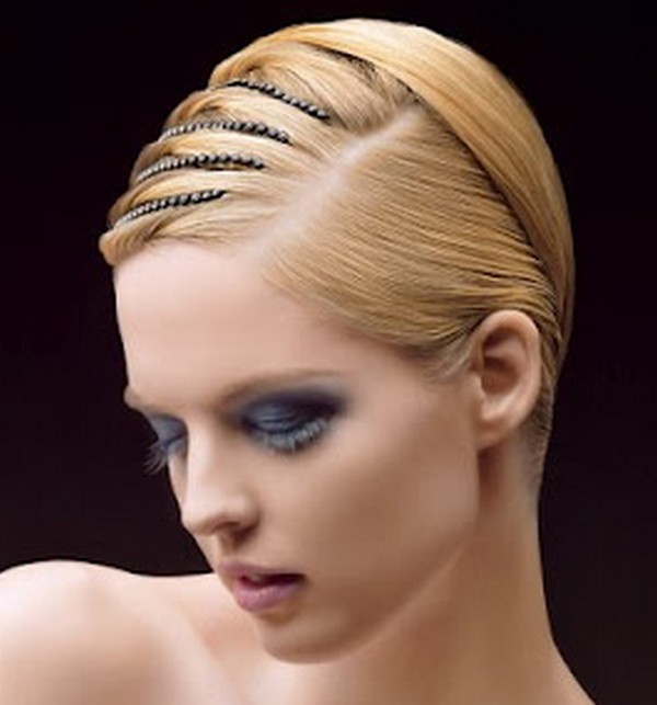peinado con accesorios para cabello corto