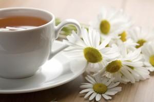 té de manzanilla para aliviar la colitis